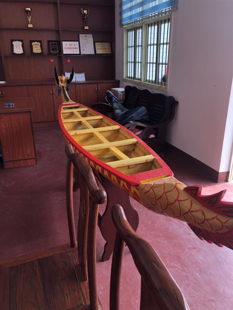 传统木质龙舟